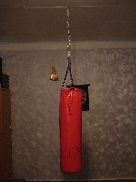 Крепление боксерской груши к потолку