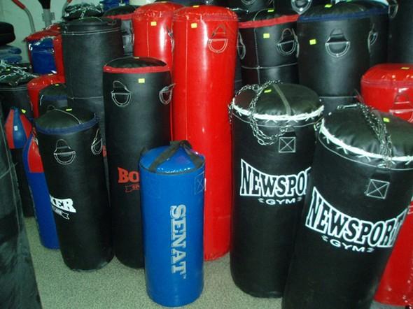 Как подвесить боксерский мешок дома