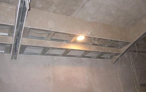 Потолок со скрытой подсветкой по периметру